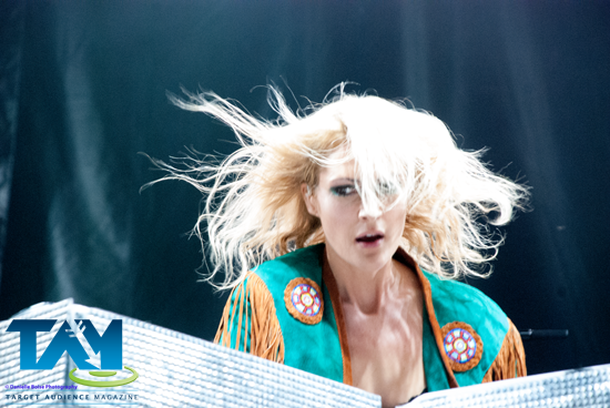 Adored Metric's, Emily Haines hair's movement as it floated about - it was pure bliss.